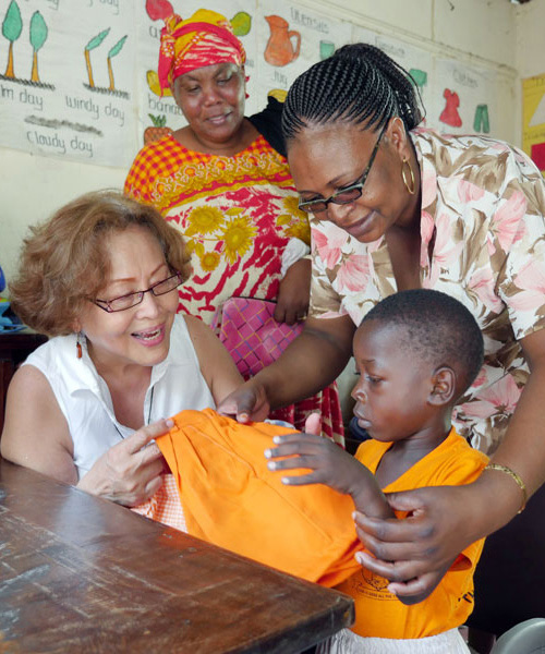 Lay missioner serves people with HIV in Kenya
